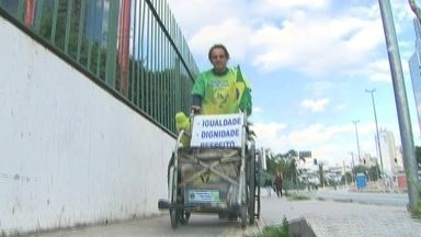 Ativista anda 8 mil km e chega em São Paulo empurrando uma cadeira de rodas - Zé do Pedal está cruzando o país a pé para mostrar as dificuldades enfrentadas pelos cadeirantes.