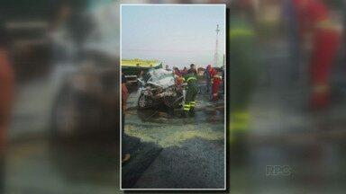 Uma pessoa morreu num acidente agora à pouco na BR-277 - De acordo com as primeiras informações a carreta teria cortado a frente do carro. O acidente foi no contorno do distrito industrial de Santa Terezinha de Itaipu.