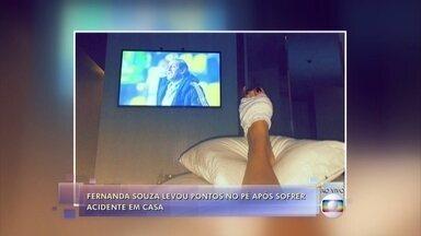 Fernanda Souza explica o corte que sofreu nos pés e os pontos que levou - 'Caiu uma garrafa no chão e um caco de vidro deu uma cortadinha de três pontos', disse a atriz
