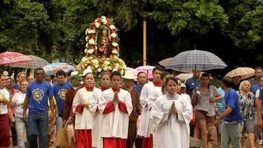 Pescadores fazem homenagem a São Pedro em Fortaleza - Passeio da imagem do santo pelo mar foi cancelada porque embarcação estava irregular.