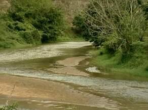 Rio Cricaré sofre com margens assoreadas e seca, no ES - Equipe do ESTV percorreu as margens do rio desde a divisa com Minas Gerais.