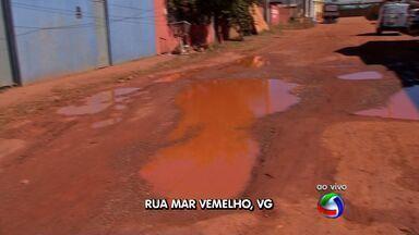 Moradores de bairro em Várzea Grande sofrem com buracos em rua - Moradores de bairro em Várzea Grande sofrem com buracos em rua.