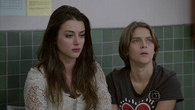Jade e Karina se recusam a sair do hospital - Duca e Pedro decidem ir para casa