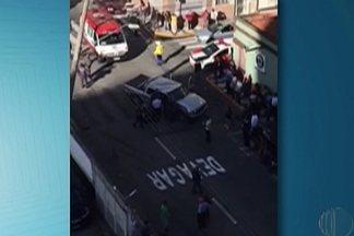 Cinco pessoas ficam feridas em acidente nesta segunda-feira em Mogi das Cruzes - O acidente ocorreu por volta das 15h na Rua Navajas, Centro.