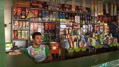 Comerciantes contam com ajuda de São Pedro para esvaziar prateleiras - Comerciantes contam com ajuda de São Pedro para esvaziar prateleiras
