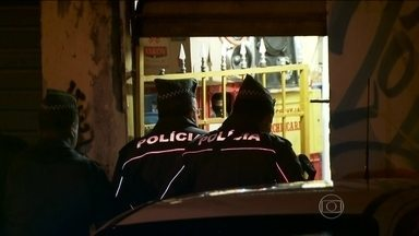 Seis homens são baleados e mortos em São Paulo - Sete pessoas foram baleadas no Jardim São Luís, na Zona Sul. Três estavam num bar e quatro na rua. Uma pessoa conseguiu sobreviver.