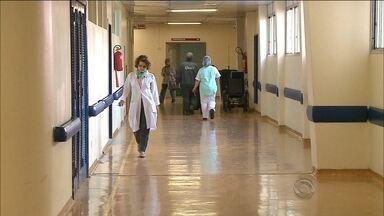 Justiça deve decidir sobre os leitos fechados no Hospital Universitário da capital - Justiça deve decidir sobre os leitos fechados no Hospital Universitário da capital