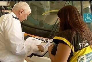 Ouvidoria do Detro faz atendimento ao público na rodoviária de Cabo Frio, no RJ - Agentes fazem fiscalização.