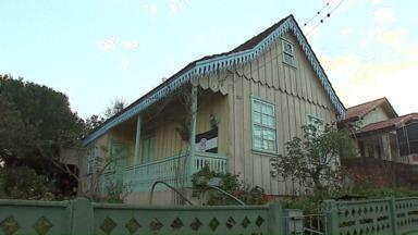 Casas centenárias resistem à modernidade em Ponta Grossa - A maioria foi feita com madeira de Araucária.