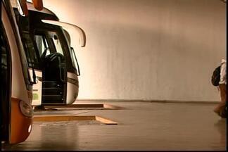 Divinópolis proibe ônibus intermunicipais e interestaduais de circular no Centro - Prefeitura argumenta que veículos prejudicam o tráfego na área central. Passageiros agora têm de embarcar em terminal rodoviário