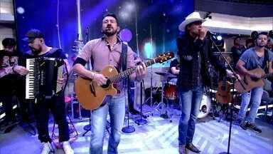 Jads e Jadson abrem o Encontro com música - Dupla agita plateia e convidados com hit