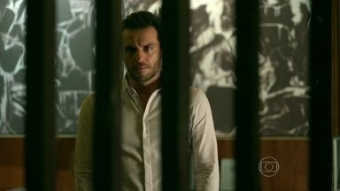 Robério questiona Alex sobre capacidade de produção de catálogos da Fanny Models - Executivo tem ideia e decide cuidar pessoalmente do problema