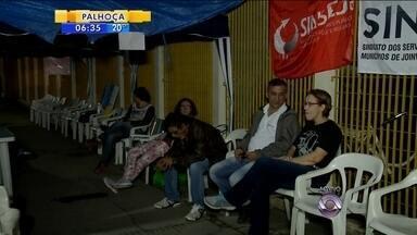 Greve de servidores no Hospital São José de Joinville prejudica atendimentos - Greve de servidores no Hospital São José de Joinville prejudica atendimentos