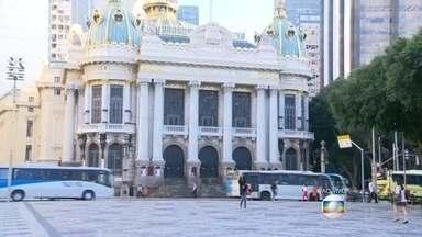 Theatro Municipal do Rio de Janeiro completa 106 anos - Uma programação especial com seis apresentações gratuitas foi montada para presentear o público nesta terça-feira (14), a partir das 10h.
