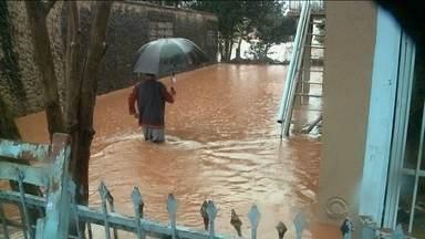 Chuva forte causa estragos na Serra e Oeste catarinense - Chuva forte causa estragos na Serra e Oeste catarinense