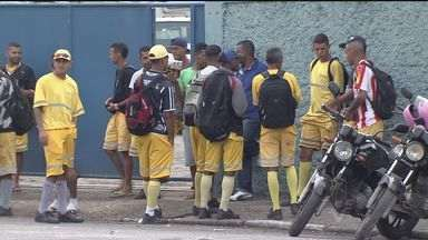 Coleta de lixo é suspensa em São Vicente - Os coletores pararam de trabalhar na manhã desta sexta-feira (17), por conta de um impasse entre eles, a empresa e a prefeitura da cidade.