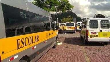 Motoristas de vans escolares do ES protestam contra uso de cadeirinhas - Atos acontecem na BR-101, em Vila Velha, Cariacica e Guarapari.Todos seguem para a Praça do Papa onde prometem fazer um grande ato.