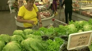 Limpar alimentos da maneira correta pode evitar doenças graves, no ES - Aprenda a limpar frutas e legumes do jeito certo.