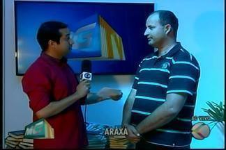 Taxista em Araxá participa e doa para a campanha 'Doe livros, compartilhe cultura' - Saiba os locais que estão arrecadando a doação. Campanha é feita pela TV Integração