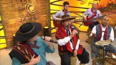 Só na web: Paullo Costa toca pout-pourri de sucessos - Assista ao vídeo.