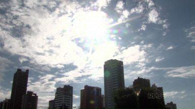 Sol aparece e muda a rotina em Maringá - Depois de duas semanas de chuva a mulherada aproveitou para lavar roupa e secar