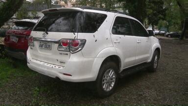 Filha do secretário de trânsito de Maringá é presa dirigindo carro roubado - A prisão foi em Curitiba. Segundo a polícia, a carro foi roubado há um mês no estacionamento de um shopping em Londrina.