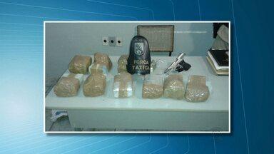 Homem foi preso e menor apreendido em Patos acusados de tráfico de drogas - Com eles 10 kg de maconha foram apreendidos e uma arma.