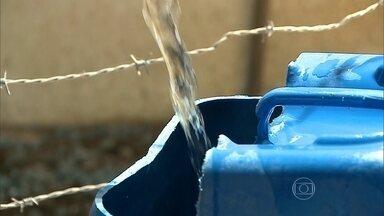 Equipamento para transformar água salgada em potável é aposta de cientistas - Pesquisadores desenvolvem equipamento que pode transformar água salgada em potável. Técnica não precisa usar energia elétrica