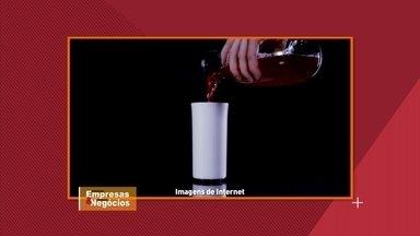 Inventores criam copo que usa tecnologia para ajudar quem está de dieta - O copo identifica as bebidas e controla as calorias de quem está consumindo.