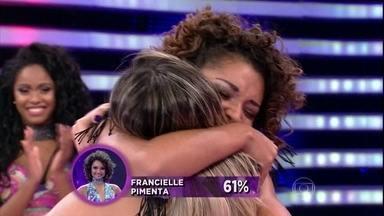 Francielle Pimenta leva a melhor contra Helen Barros - As duas também concorrem no quesito samba
