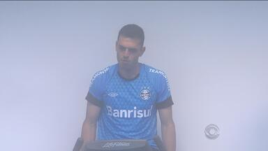 Jogadores do Grêmio se reapresentam após derrota para o Flamengo - Zagueiro Rhodolfo se despediu do clube no jogo de sábado (18) no Maracanã.