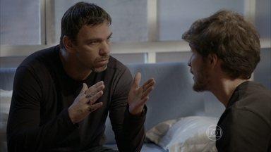 Lobão tem esperança de que Nat esteja armando contra Duca - Luiz insiste em fugir, mas Lobão ainda acredita que Nat esteja do lado deles