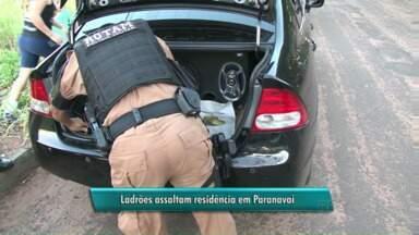 Ladrões fogem com cofre roubado em Paranavaí - Os assaltantes invadiram uma casa no centro de Paranavaí nesta segunda-feira (20) e fugiram com o carro e um cofre da família.