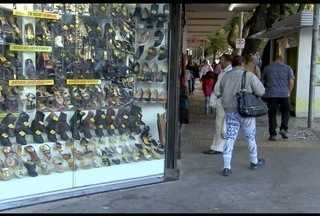 Emprestar nome para parente ou amigos fazerem compras pode criar situação complicada - Dois em cada dez brasileiros confirmaram que já pediram o nome de um amigo para fazer compras.