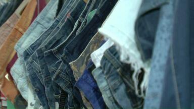 Jeans representa 70% das vendas das indústrias de moda em Cianorte - E a gente mostra o caminho dessas peças, desde a fabricação até o seu guarda-roupas.