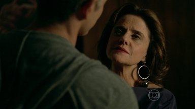 Fanny sugere casamento a Anthony - Empresária teme perder o modelo para Giovanna
