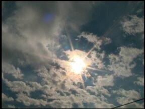 Moradores aproveitam fim de semana ensolarado - Depois de uma semana de chuva, o sol resolveu aparecer. Bom pra quem precisava lavar roupa.