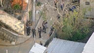 Policiais civis e militares fazem operação no morro da Formiga, na Tijuca - A comunidade da Formiga, na Tijuca, possui uma UPP, mas ainda sofre com a ação de traficantes. Cinco menores foram apreendidos.