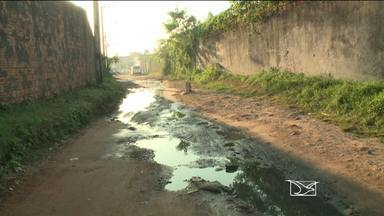 Vias usadas para fugir de congestionamentos são afetadas por problemas de infraestrutura - Os problemas na infraestrutura em São Luís são encontrados também nos lugares que servem como alternativa pra fugir dos congestionamentos na cidade. Quando há sol, as pessoas reclamam da poeira, e quando chove, da lama.