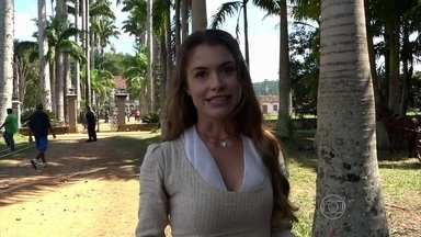 Alinne Moraes apresenta convento de Vila das Flores em Além do Tempo - 'Acreditar que eu posso fazer essa garotinha, de vinte e poucos anos, tem que ser atriz', diz