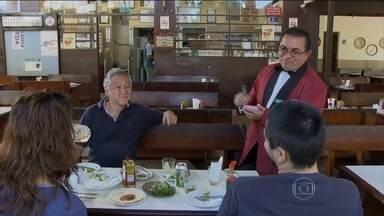 Proposta aprovada pelo Congresso torna gorjeta de garçom obrigatória - Um projeto aprovado pelo Congresso e que espera a sanção da presidente Dilma promete muita discussão entre os clientes de bares e de restaurantes. E, claro, também entre os garçons. Pela proposta, a gorjeta vira obrigatória.