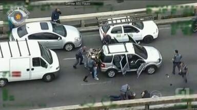 Sequestro leva a polícia a retomar investigação sobre ação da máfia chinesa em São Paulo - Uma perseguição numa das áreas mais movimentadas da maior cidade do país revela a ação da máfia chinesa infiltrada na comunidade oriental.