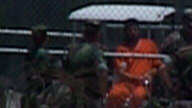 Preso relata em livro que teria sofrido torturas em Guantánamo - Mohamedou Slahi está preso sem julgamento há 14 anos. Ele escreveu diário dentro da cela da prisão mais dura do mundo.