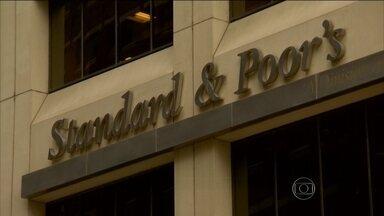 Standard & Poor's muda para negativa a perspectiva da nota do Brasil - Quanto mais alto for o degrau, maior é a segurança para investir no país. É assim que funciona a classificação de risco feita pelas agências em todo o mundo. A Standard and Poor's é uma dessas agências.