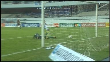Confira os gols da Série B do Brasileirão desta terça-feira (28) - Em Recife, o Santa Cruz venceu o Bahia por 3 a 1. Na Vila Capanema, o Parabá derrotou o Náutico por 2 a 0, mesmo placar do Paysandu sobre o América-MG. Em Natal, o Ceará bateu o ABC por 1 a 0, assim como o Oeste sobre o Sampaio Corrêa.