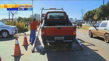 Receita realiza barreiras para recolher o IPVA no RS - Mais de 300 automóveis já foram recolhidos por atraso no imposto.