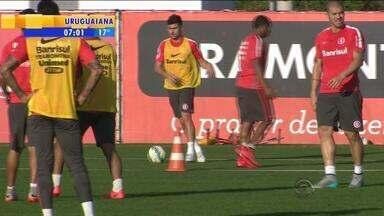 Esporte: Inter treina sem Aránguiz - Volante está de saída do clube.