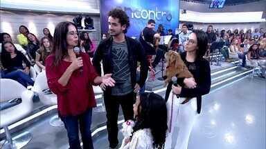 Cristina tem sete animais em casa e ainda cuida de graça dos cachorros dos amigos - Caroline deixa a vira-lata Malu na casa da amiga e ex-sogra quando viaja de férias