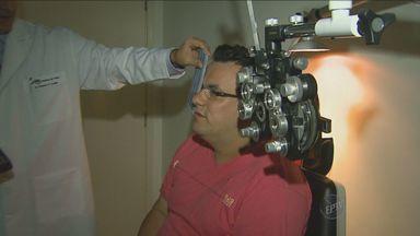 Homem com 27 graus de miopia recupera visão após cirurgia inédita em Ribeirão Preto - Um oftalmologista da cidade combinou duas técnicas e conseguiu recuperar a visão do paciente.