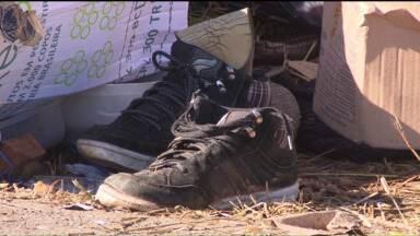 Morador de rua é morto a tiros no Botiatuvinha - A Polícia Civil está investigando quem teria matado o morador de rua Jorge Giovani Teixeira. Ele foi atingido por três disparos.